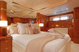 motor boat elegance for charter malta