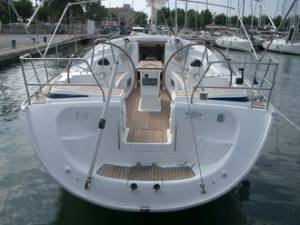 yacht chartering malta hire Bavaria 42